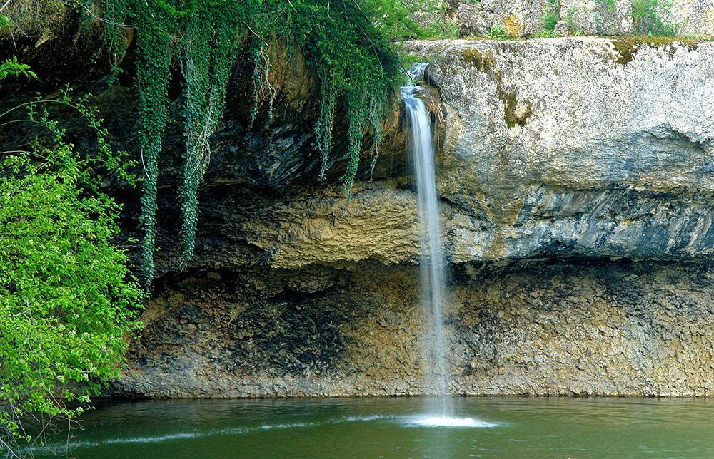 водопадом крыма
