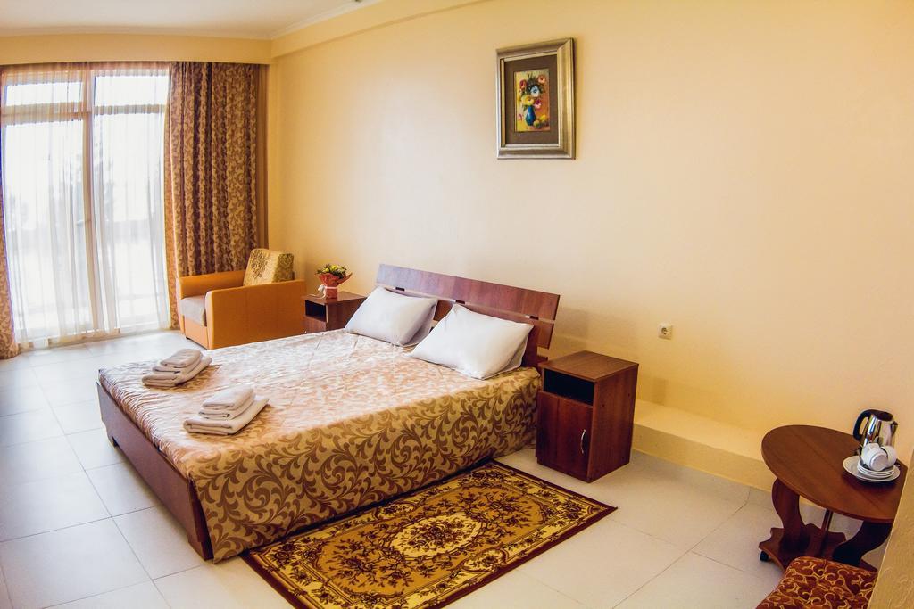 отель азор ливадия