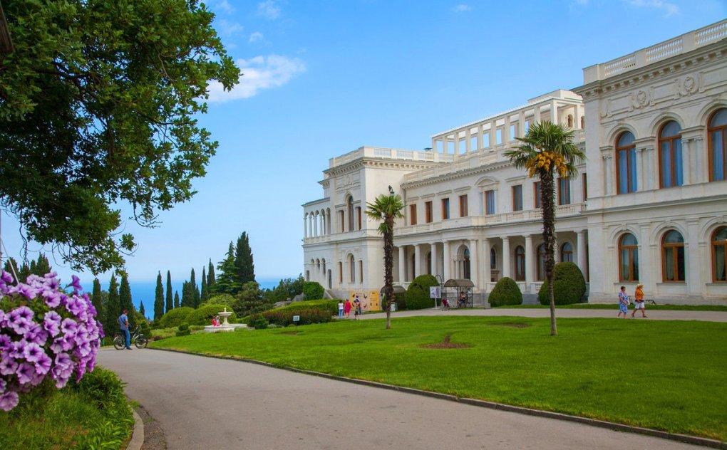 история жизни дворцы в ялте фото экономить