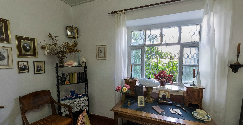 собран двусторонней домик чехова в таганроге фото изнутри цветы