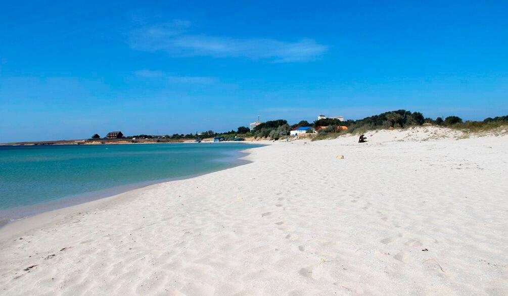 песчаному пляжу крыма