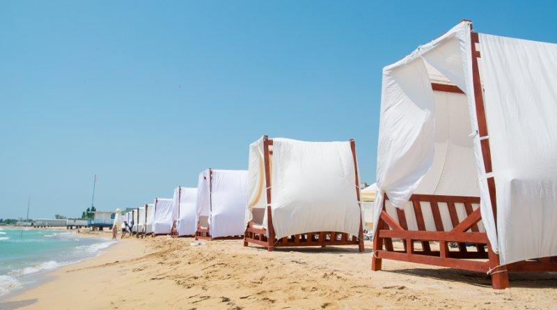 песчаный пляж крым