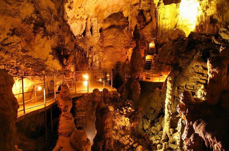 пещерами Крыма
